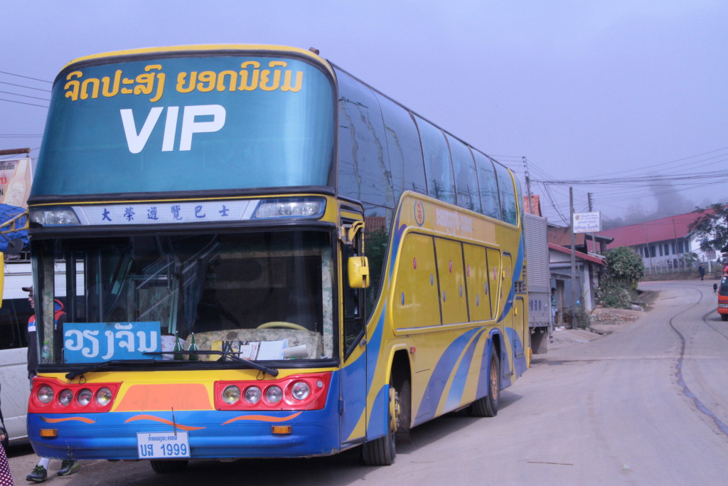 Notre bus sur la route vers Viantiane