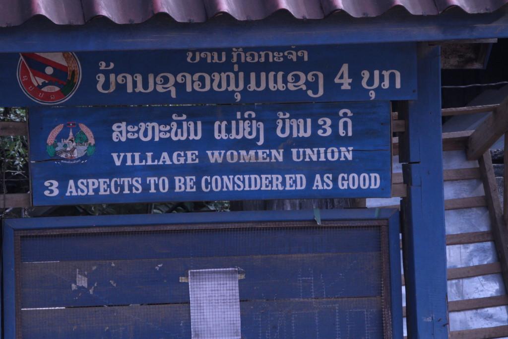 Dans un village lors d'une pause, en fait , il s'agit d'une campagne pour rendre légitime la position des femmes au conseil du village.