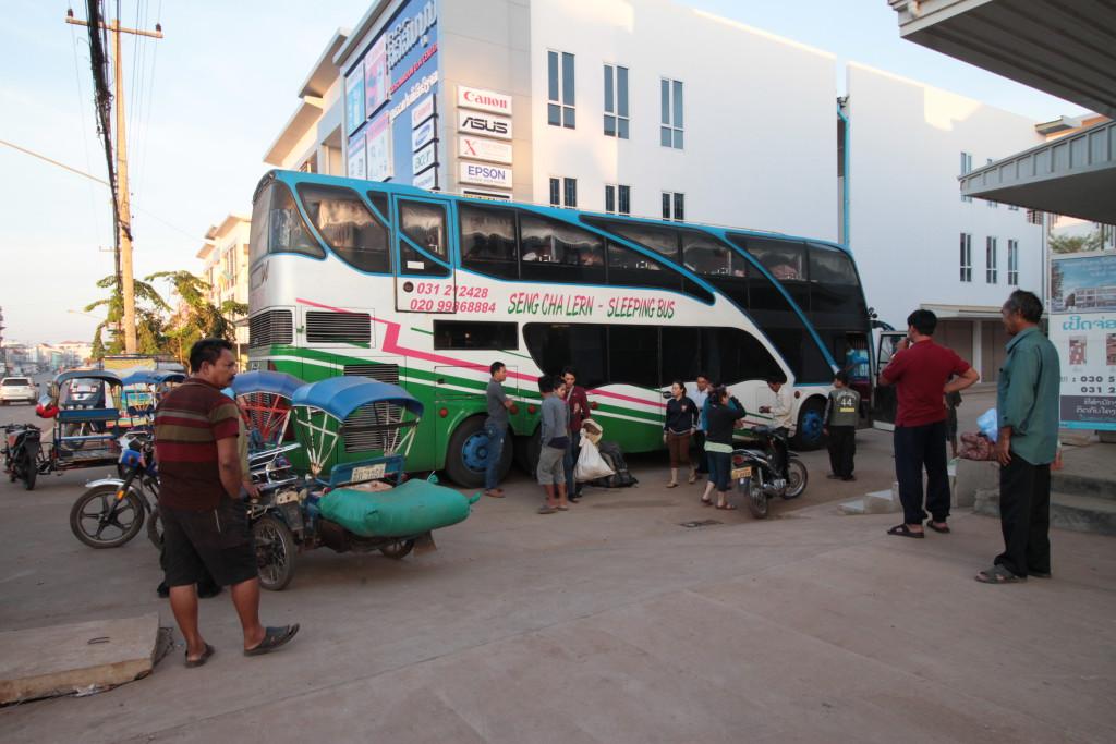 Bus de nuit à notre arrivée à Paksé
