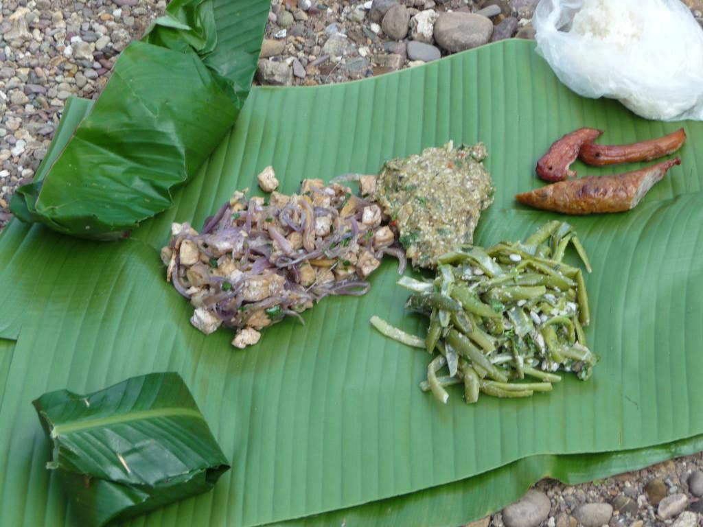 Repas sur le rivage de la Nam Tha