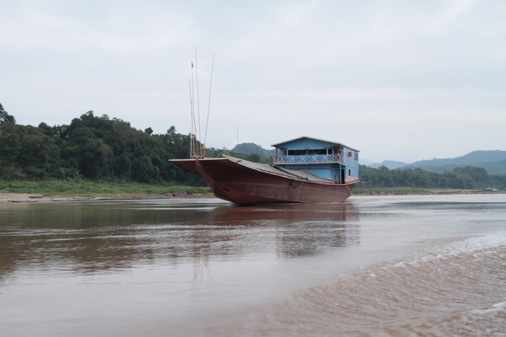 Un des deux seuls cargos rencontrés lors de notre voyage sur le Mékong