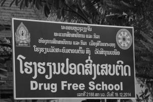 plusieurs enseignes renseignent que les écoles n'autorisent pas la drogue.