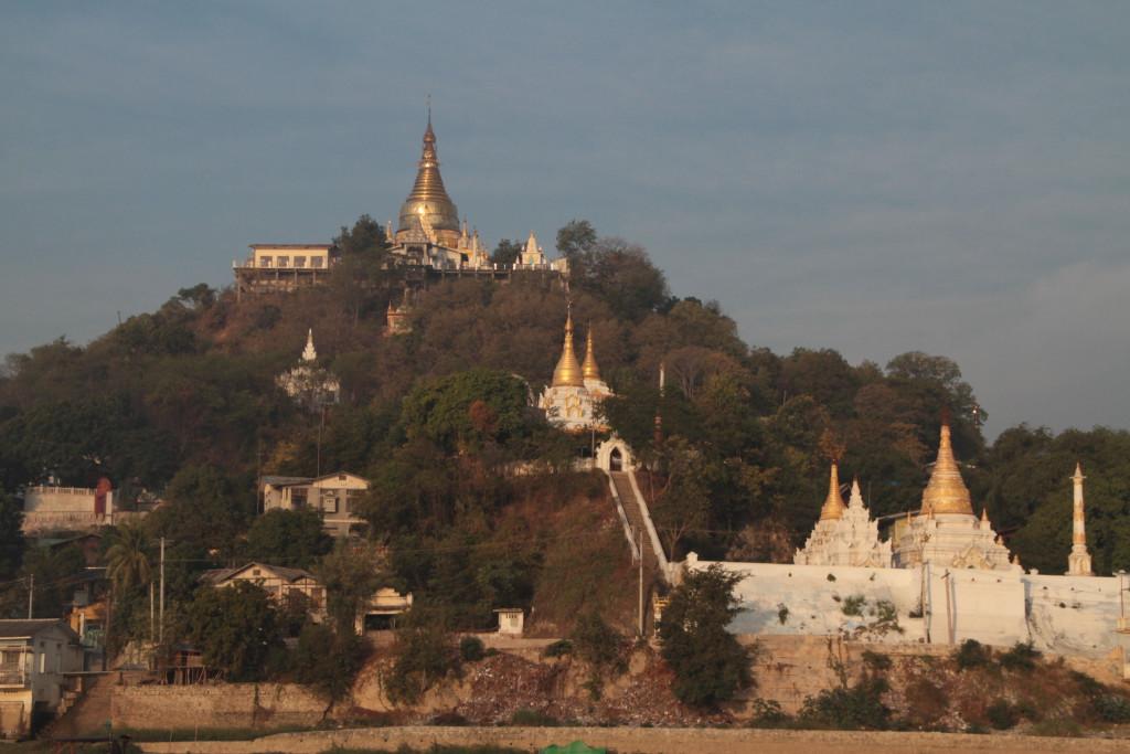 La colline de Sagaing et ses pagodes