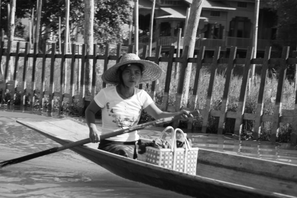Birmane revenant de faire ses courses