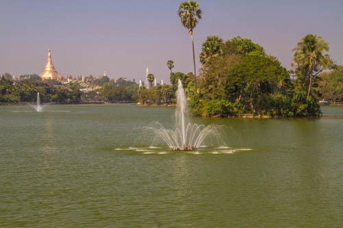 Kandawgyi Garden and Kandawgyi Lake