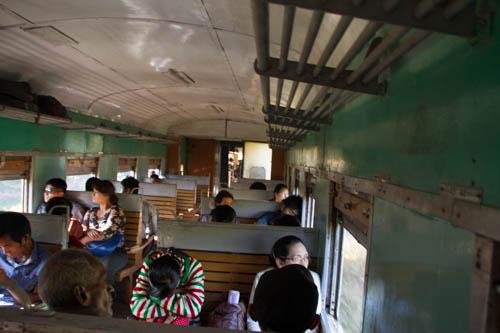 Wagon de classe ordinaire (siège en bois)